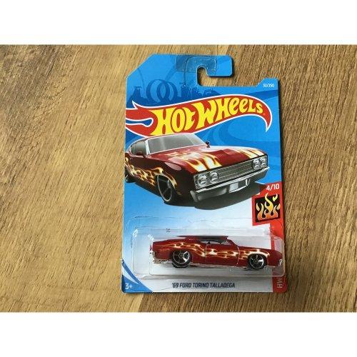 Hot Wheels 2018 HW Flames '69 Ford Torino Talladega #32